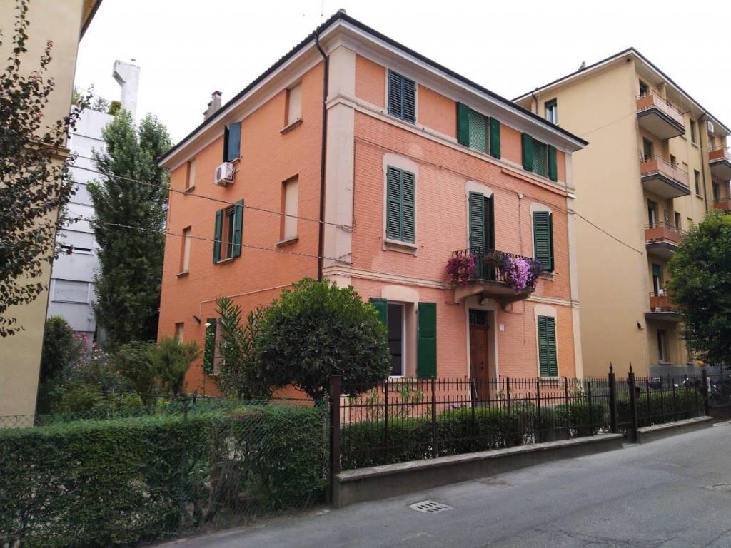 Appartamento unico nel suo genere arredato e ristrutturato a Bologna via Marcello Oretti